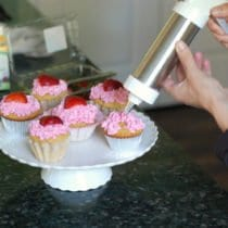Icing Cupcakes 210x210 - Easy Homemade Frosting