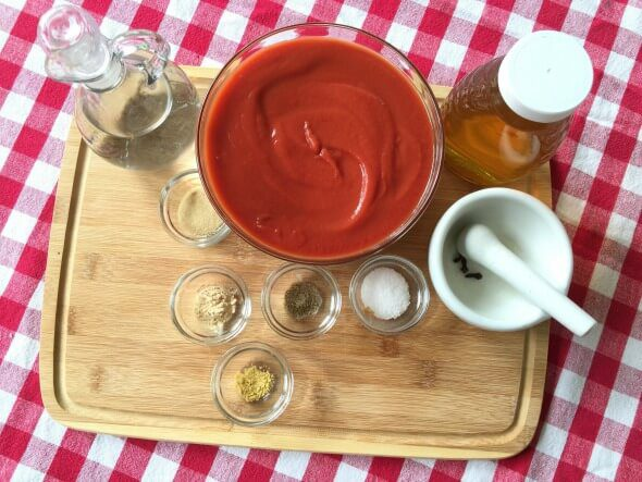 Easy Homemade Ketchup in the Slow Cooker + DIY in the Kitchen on 100 Days of #RealFood