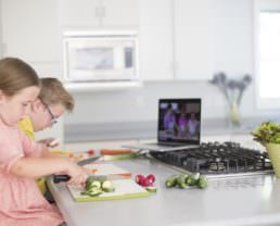 Guest Post: The Best Foods for Kids to Cut with a Sharp Knife