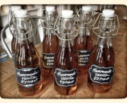 How to Make Homemade Vanilla Extract (a great gift!)