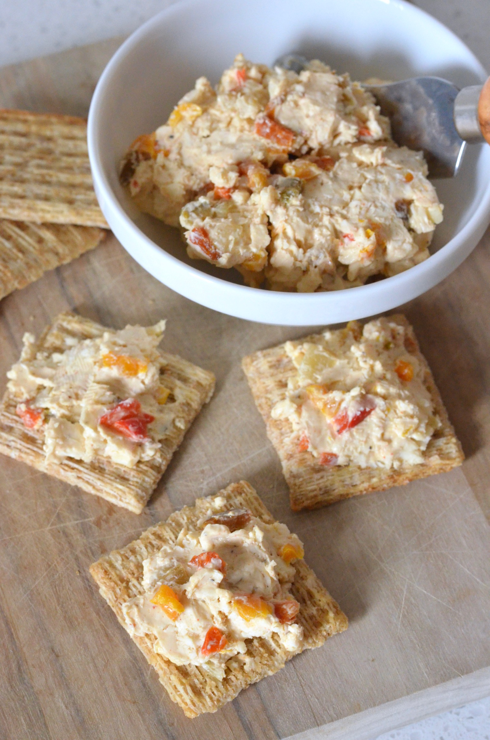 roasted bell peppers in homemade pimento cheese served with crackers