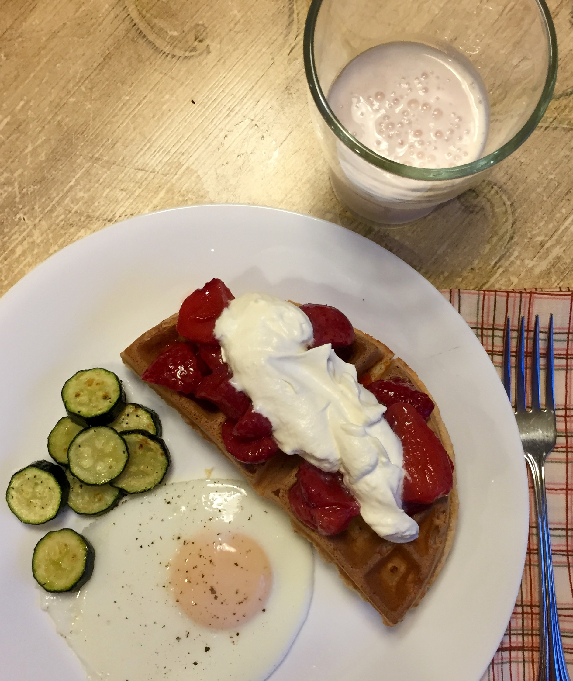 waffle with strawberries egg