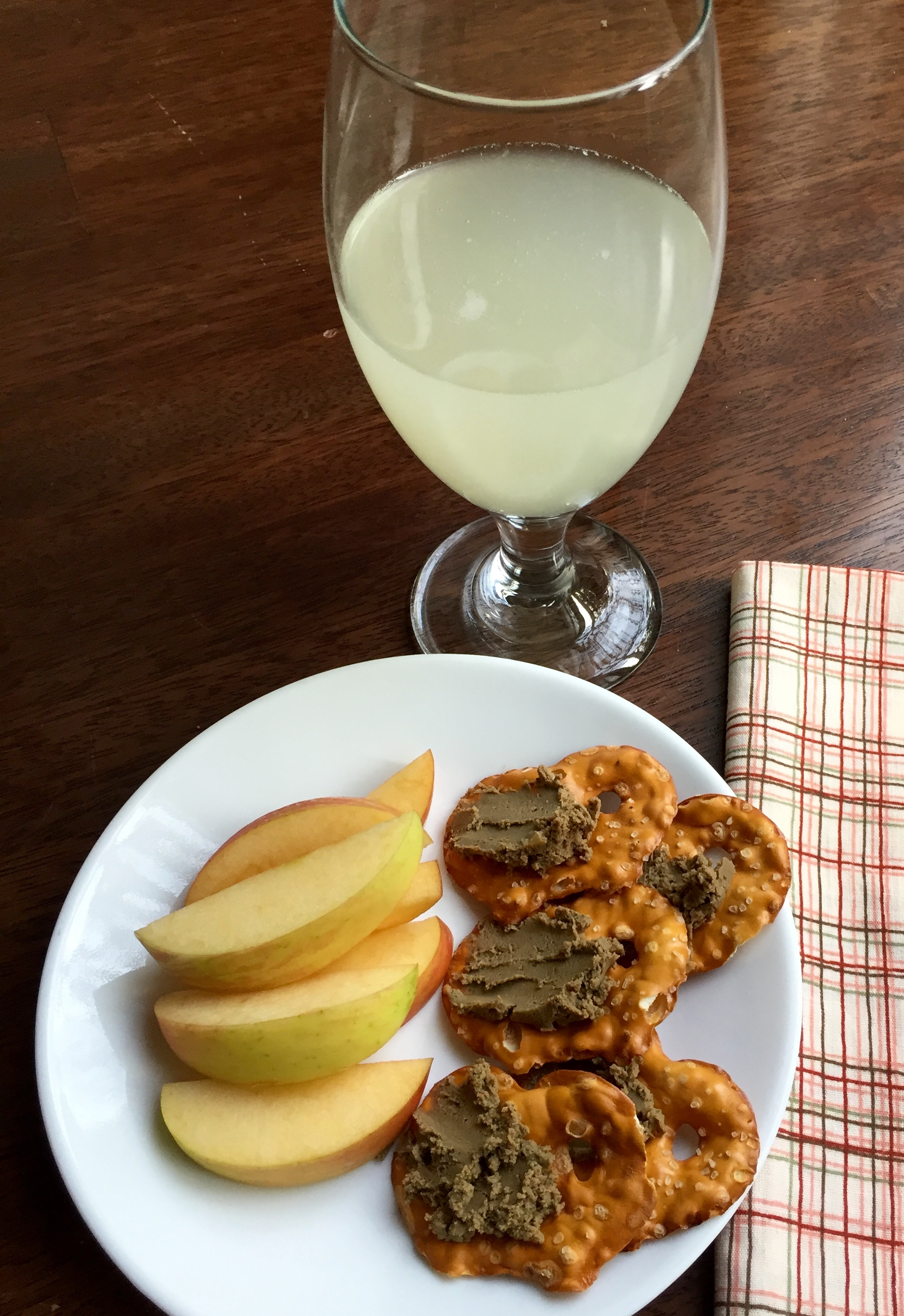 apples - pretzel chips with liver pate