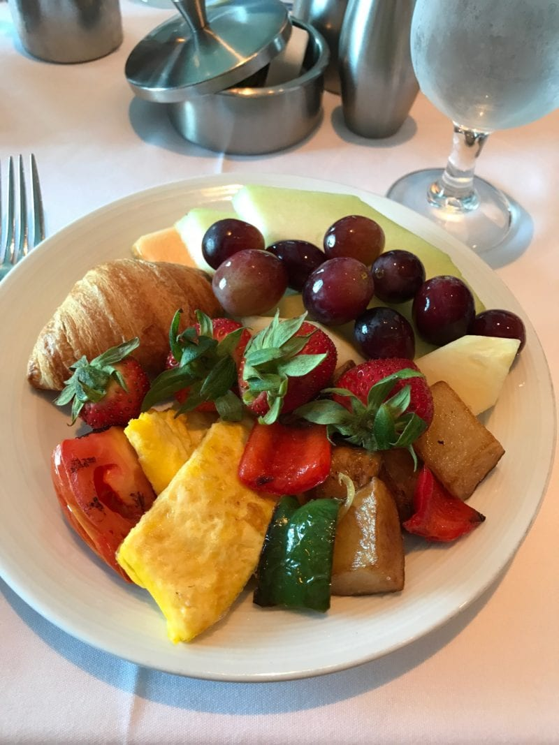 How to eat healthy on a cruise - photo of healthy breakfast