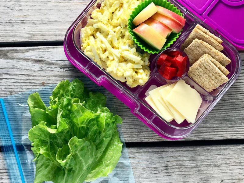 Egg salad lettuce wraps, Apples, Red bell pepper slices, Cheese and whole grain crackers - School Lunch Roundup 12 on 100 Days of Real Food
